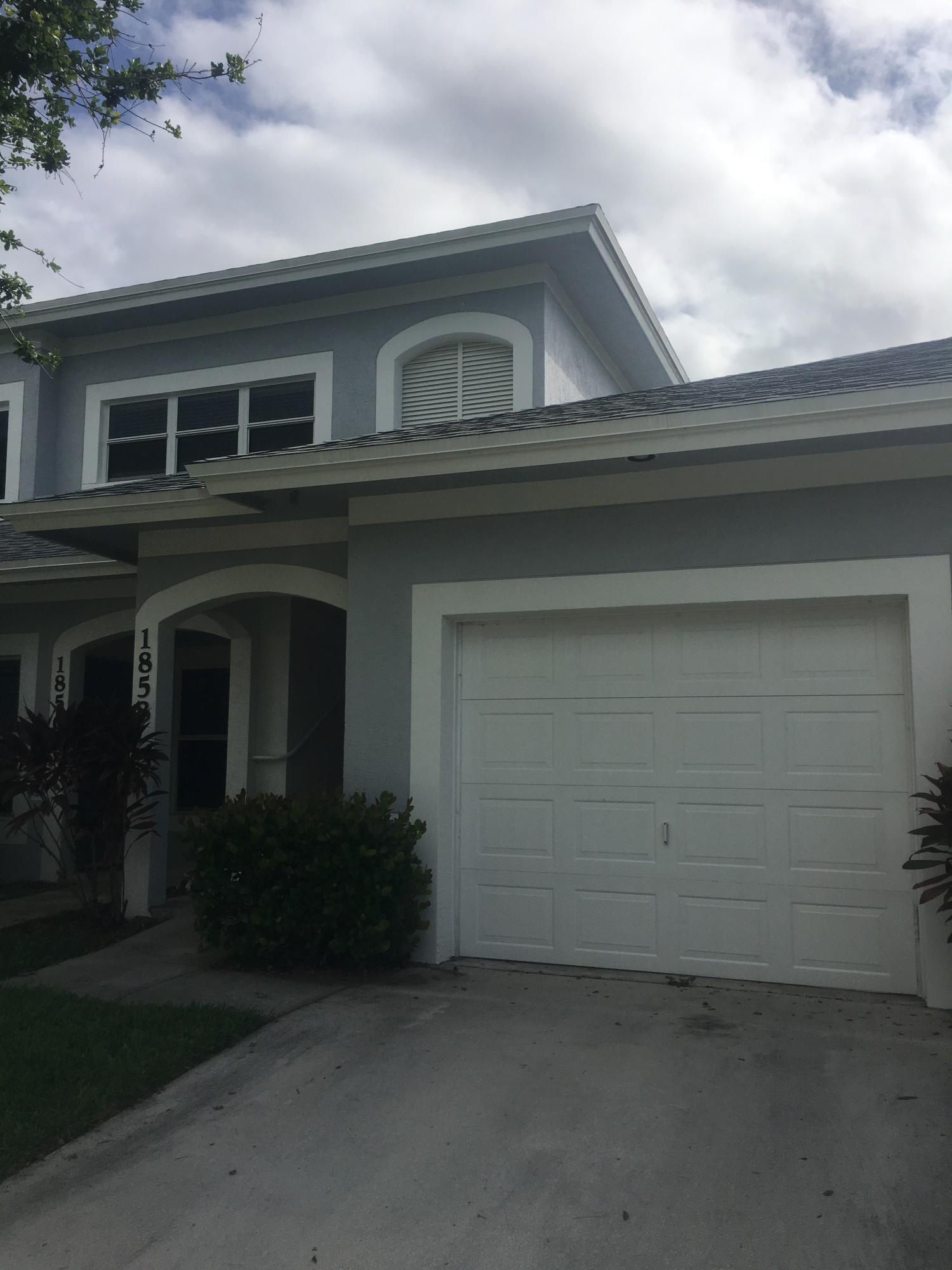 Co-op / Condo للـ Sale في 1858 E Sanderling Lane 1858 E Sanderling Lane Fort Pierce, Florida 34982 United States