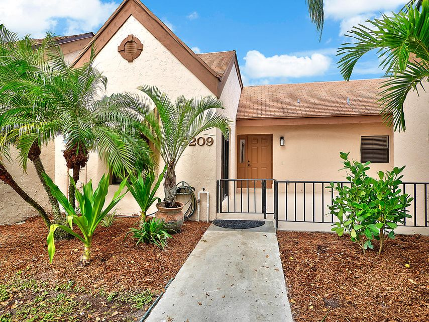 5209 Peppercorn Street , Palm Beach Gardens FL 33418 is listed for sale as MLS Listing RX-10373991 16 photos