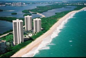 Cooperativa / condomínio para Locação às 5540 N Ocean Drive 5540 N Ocean Drive Singer Island, Florida 33404 Estados Unidos