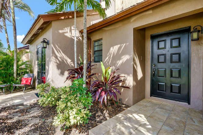 121 Beaumont Lane , Palm Beach Gardens FL 33410 is listed for sale as MLS Listing RX-10374062 19 photos
