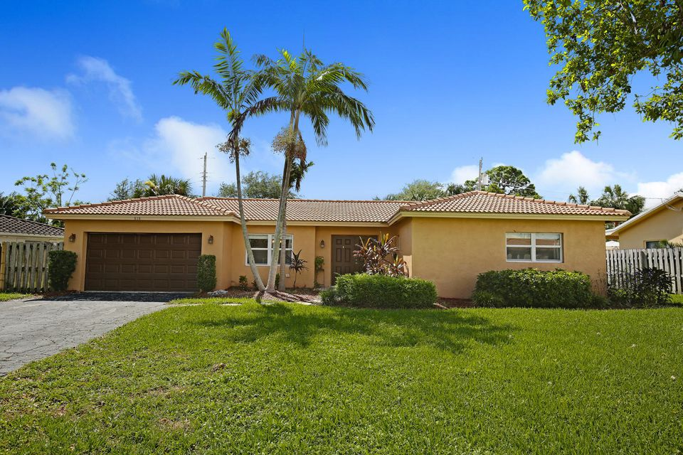 Single Family Home for Sale at 818 NW 7th Street 818 NW 7th Street Boca Raton, Florida 33486 United States