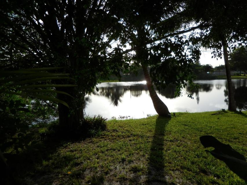 Additional photo for property listing at 2343 Daphne Drive 2343 Daphne Drive West Palm Beach, Florida 33415 United States