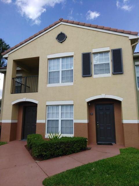 Apartamento para Locação às 10318 S Fox Trail Road S 10318 S Fox Trail Road S Royal Palm Beach, Florida 33411 Estados Unidos