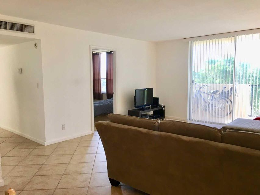 Additional photo for property listing at 1000 Spanish River Road 1000 Spanish River Road Boca Raton, Florida 33432 Estados Unidos