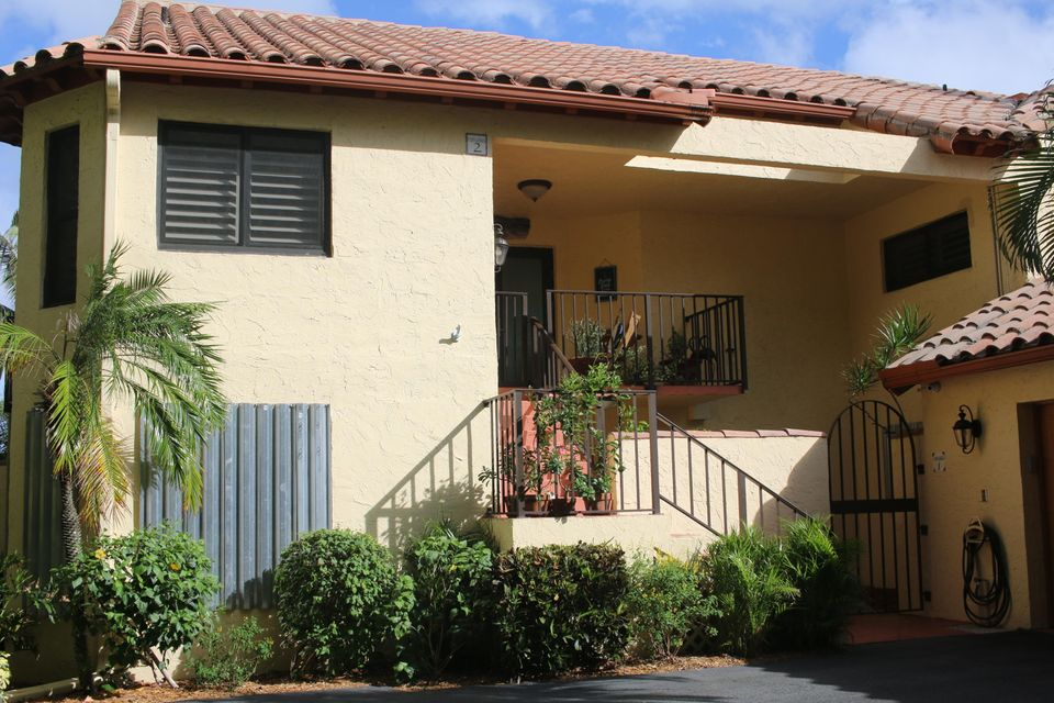 2 Via Lago  Boynton Beach FL 33435