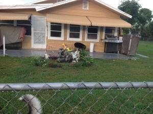 Casa para uma família para Venda às 115 Walker Avenue 115 Walker Avenue Greenacres, Florida 33463 Estados Unidos
