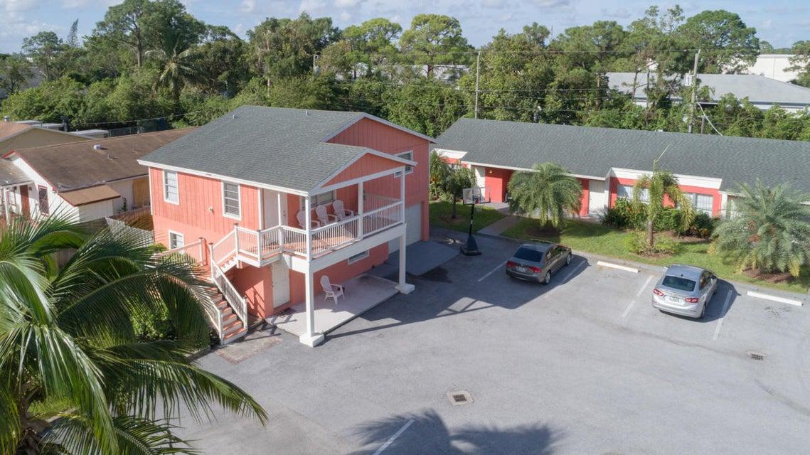 Quadraplex 为 销售 在 3785 Patio Court 3785 Patio Court Lake Worth, 佛罗里达州 33461 美国