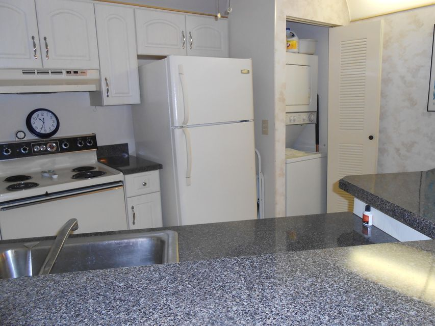 Additional photo for property listing at 7527 S Oriole Boulevard 7527 S Oriole Boulevard Delray Beach, Florida 33446 États-Unis