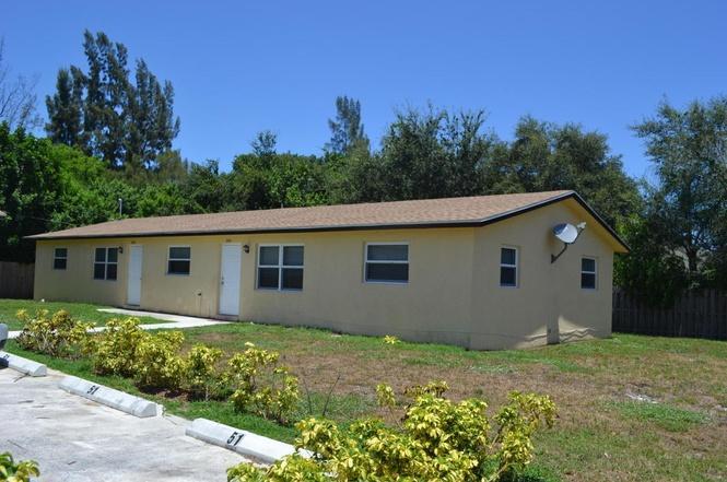 Quadraplex 为 销售 在 3451 48 Lane 3451 48 Lane Lake Worth, 佛罗里达州 33461 美国