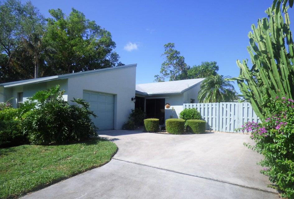 Vila para Locação às 998 NW 26th Avenue 998 NW 26th Avenue Delray Beach, Florida 33445 Estados Unidos
