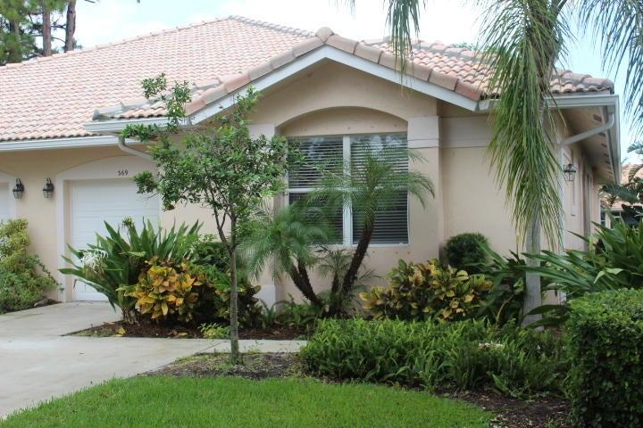 Vila para Locação às 369 W Coral Trace Circle 369 W Coral Trace Circle Delray Beach, Florida 33445 Estados Unidos