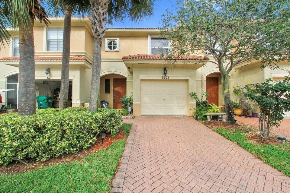 6208 Seminole Gardens Circle , Palm Beach Gardens FL 33418 is listed for sale as MLS Listing RX-10374946 12 photos