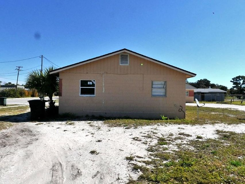 Additional photo for property listing at 909 Ave H 909 Ave H Fort Pierce, Florida 34950 Vereinigte Staaten