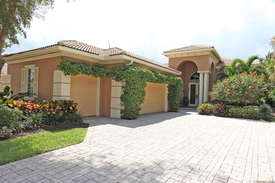 102 Orchid Cay Drive