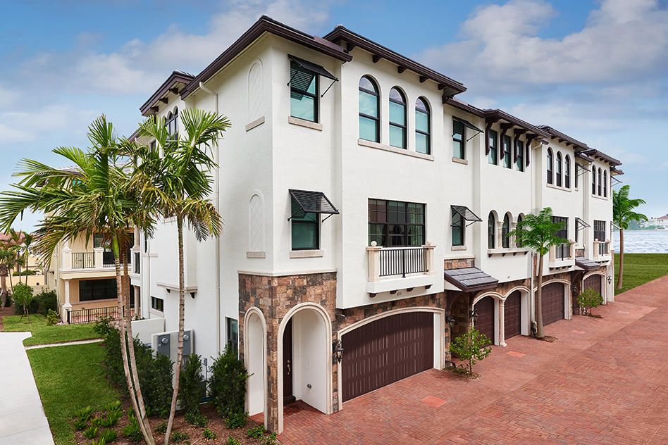 Casa unifamiliar adosada (Townhouse) por un Venta en 604 Windward Circle S 604 Windward Circle S Boynton Beach, Florida 33435 Estados Unidos