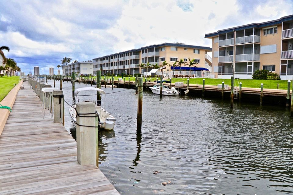 Co-op / Condo for Sale at 124 Shore Court 124 Shore Court North Palm Beach, Florida 33408 United States