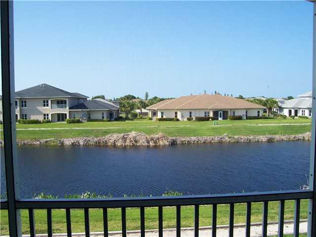 Co-op / Condo للـ Sale في 1844 Sandhill Crane Drive 1844 Sandhill Crane Drive Fort Pierce, Florida 34982 United States