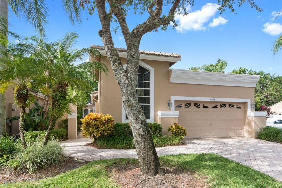 Villa for Sale at 4526 Carlton Golf Drive 4526 Carlton Golf Drive Wellington, Florida 33449 United States