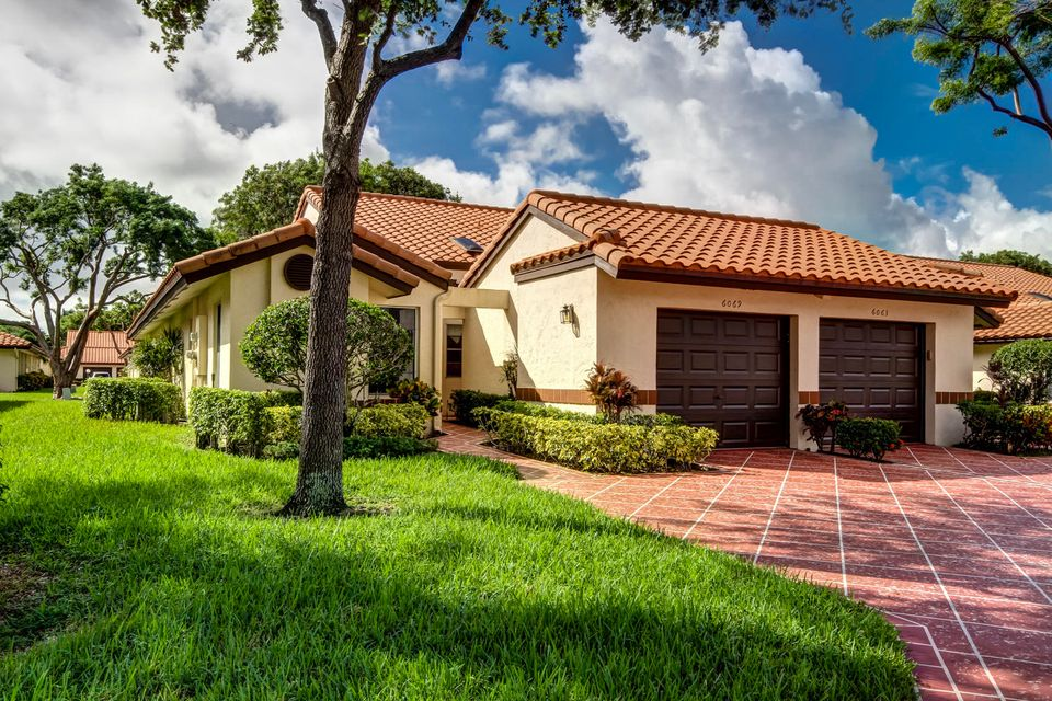 Home for sale in Huntingotn Pointe Delray Beach Florida