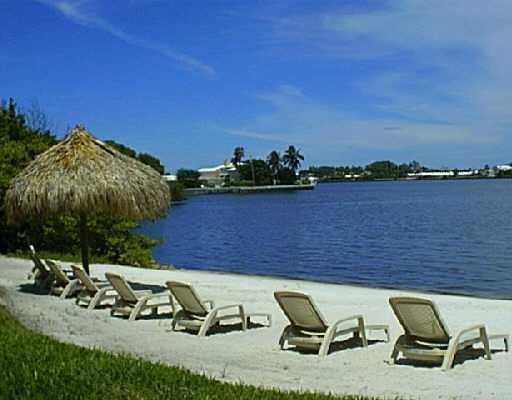 Cooperativa / condomínio para Venda às 800 Scotia Drive 800 Scotia Drive Hypoluxo, Florida 33462 Estados Unidos