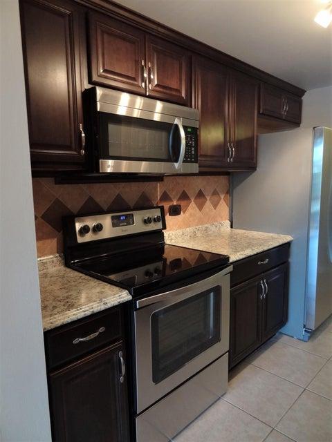 合作社 / 公寓 为 销售 在 3670 Inverrary Drive 3670 Inverrary Drive Lauderhill, 佛罗里达州 33319 美国