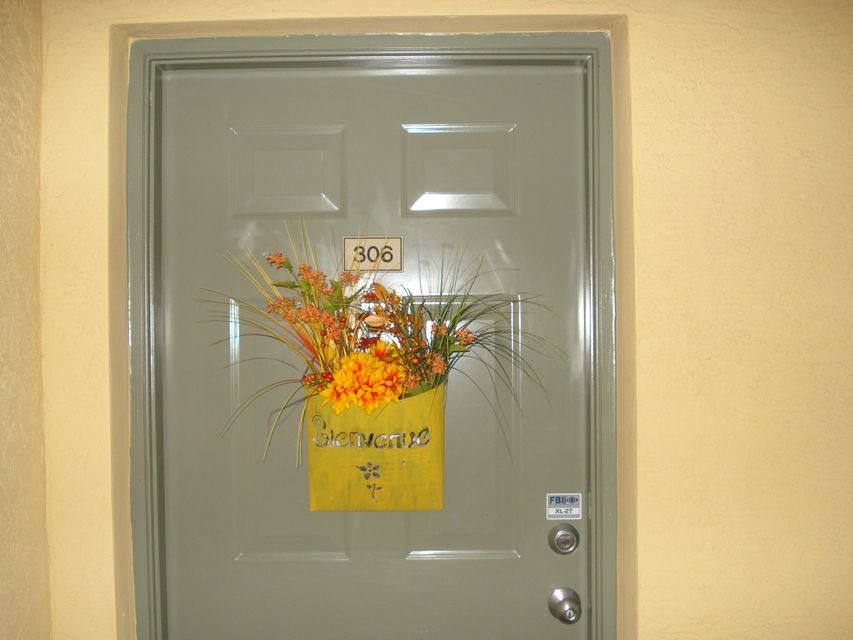 6394 Emerald Dunes Drive 3-306 West Palm Beach, FL 33411 photo 4
