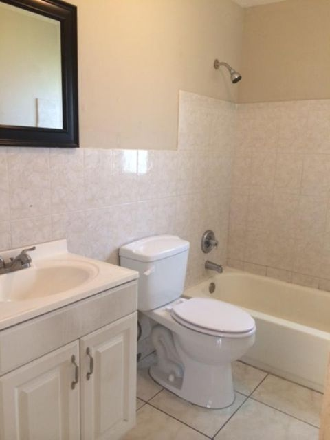 Additional photo for property listing at 3311 NW 17 Street 3311 NW 17 Street Lauderhill, Florida 33311 États-Unis