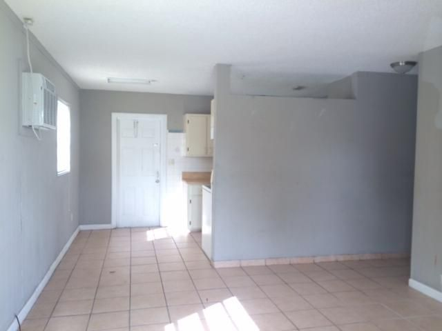 Additional photo for property listing at 3641 NW 1 Court 3641 NW 1 Court Lauderhill, Florida 33311 Estados Unidos