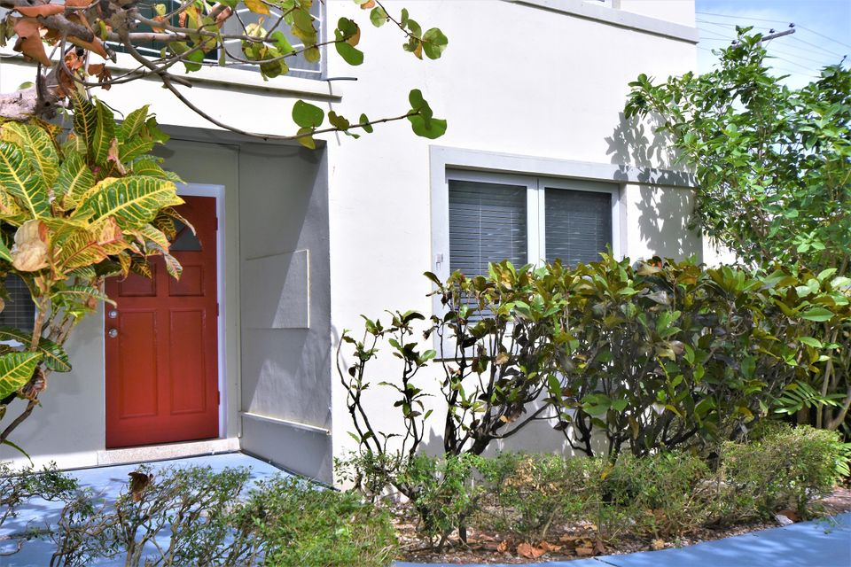 Flat for Rent at 101 S Palmway 101 S Palmway Lake Worth, Florida 33460 United States