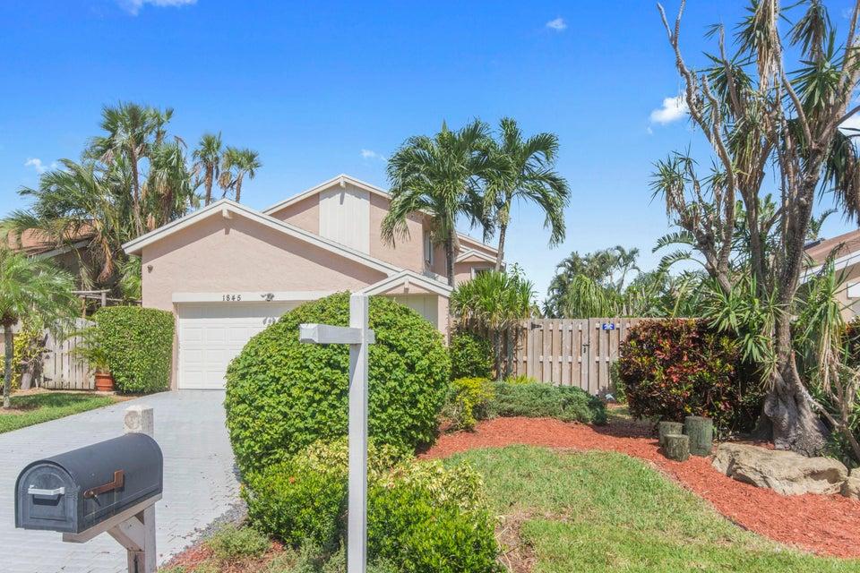 Casa para uma família para Venda às 1845 NW 10th Street 1845 NW 10th Street Delray Beach, Florida 33445 Estados Unidos