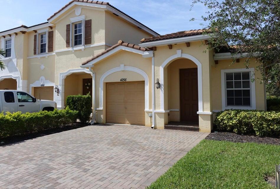 Vila para Venda às 4256 SW Pine Cove Court 4256 SW Pine Cove Court Stuart, Florida 34997 Estados Unidos