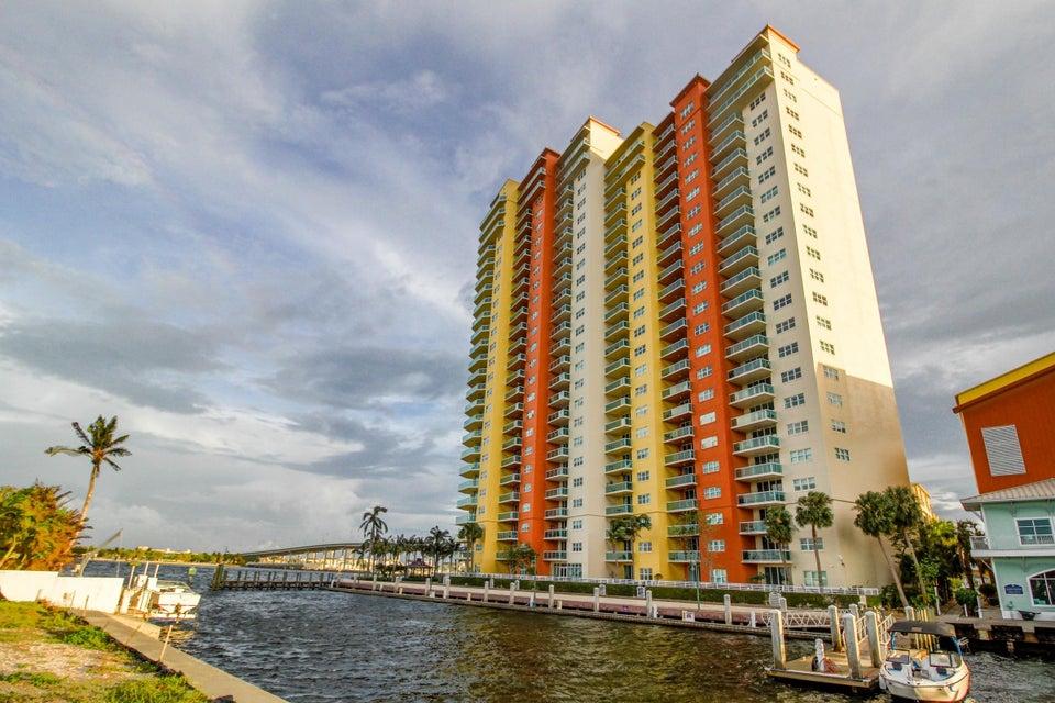 Additional photo for property listing at 2640 Lake Shore Drive 2640 Lake Shore Drive Riviera Beach, Florida 33404 États-Unis