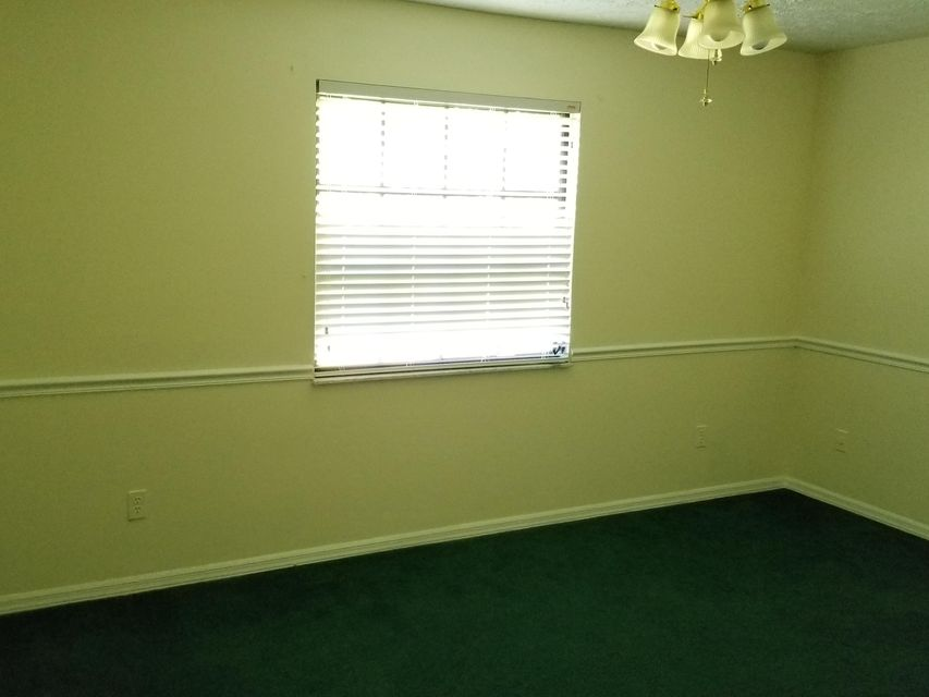 Additional photo for property listing at 482 NW Ferris Drive 482 NW Ferris Drive Port St. Lucie, Florida 34983 États-Unis