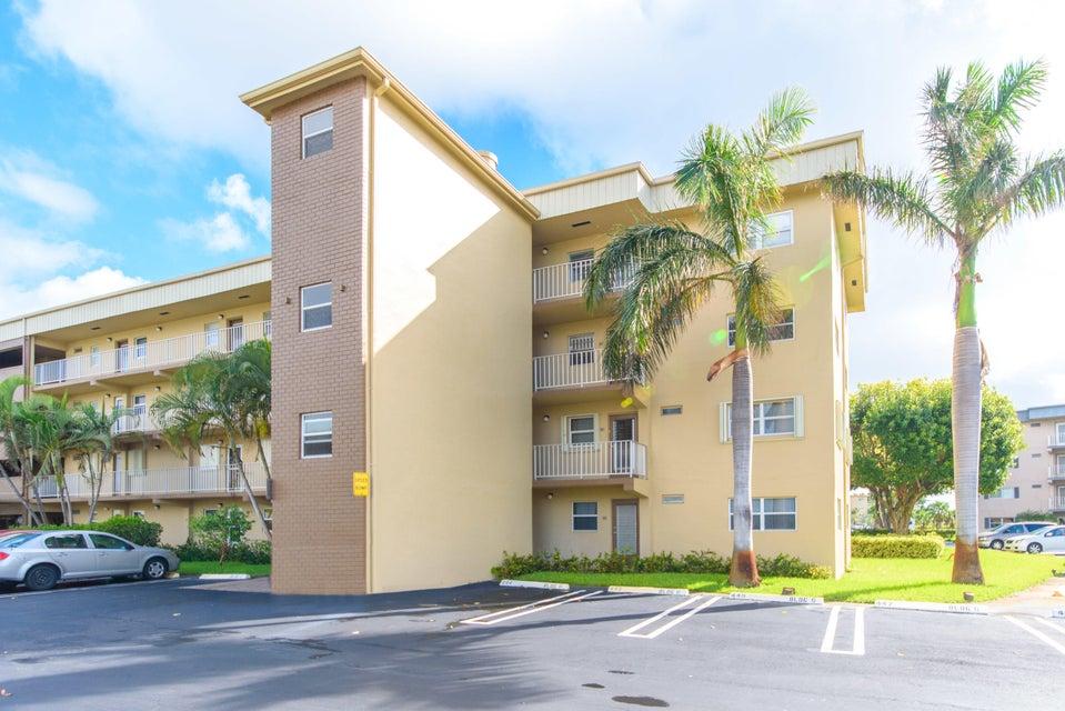 VILLAGE ROYALE ON THE GREEN CONDO home 2400 NE 1st Lane Boynton Beach FL 33435