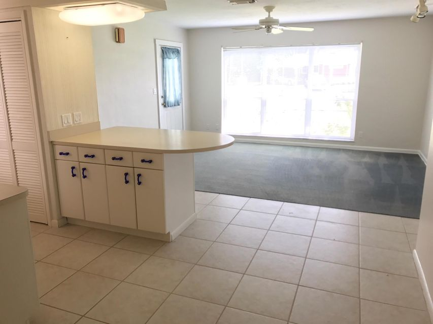 Additional photo for property listing at 3112 SE Monte Vista Street 3112 SE Monte Vista Street Port St. Lucie, Florida 34952 Vereinigte Staaten