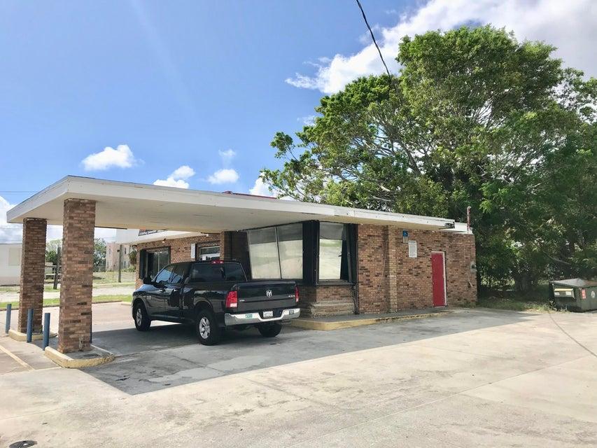 Comerciais / Industriais para Venda às 525 N Us Highway 1 525 N Us Highway 1 Fort Pierce, Florida 34950 Estados Unidos