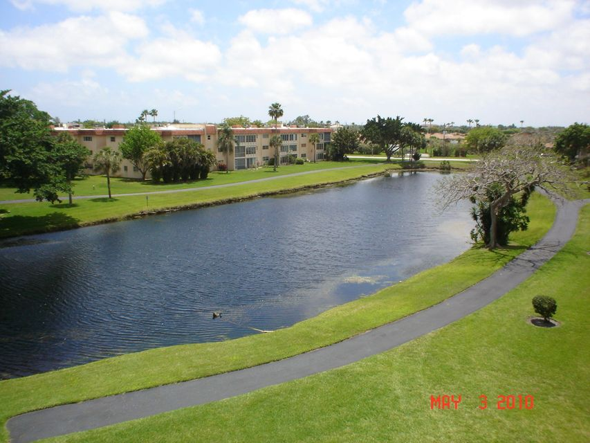 Additional photo for property listing at 27 Abbey Lane 27 Abbey Lane Delray Beach, Florida 33446 United States