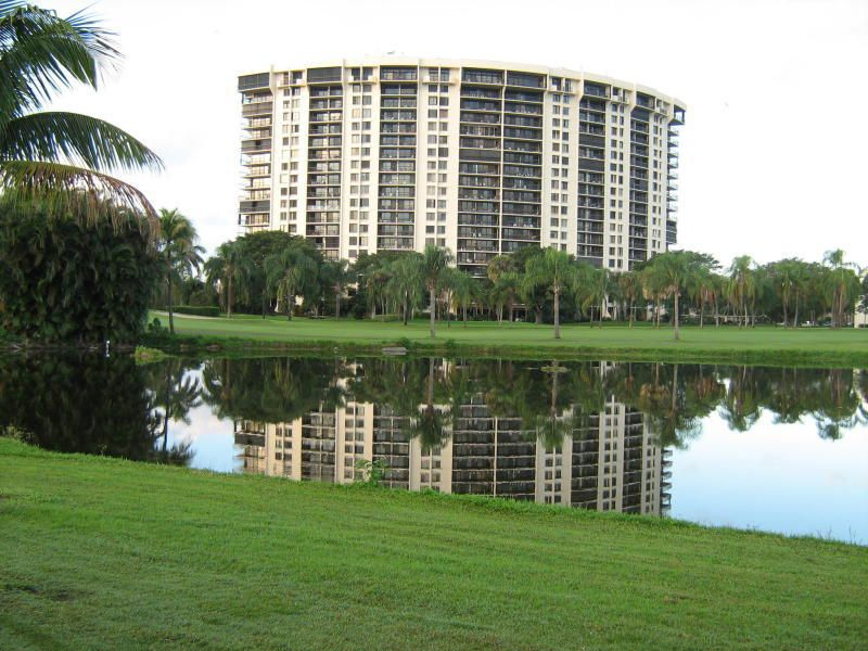 Coopérative / Condo pour l à louer à 2450 Presidential Way 2450 Presidential Way West Palm Beach, Florida 33401 États-Unis