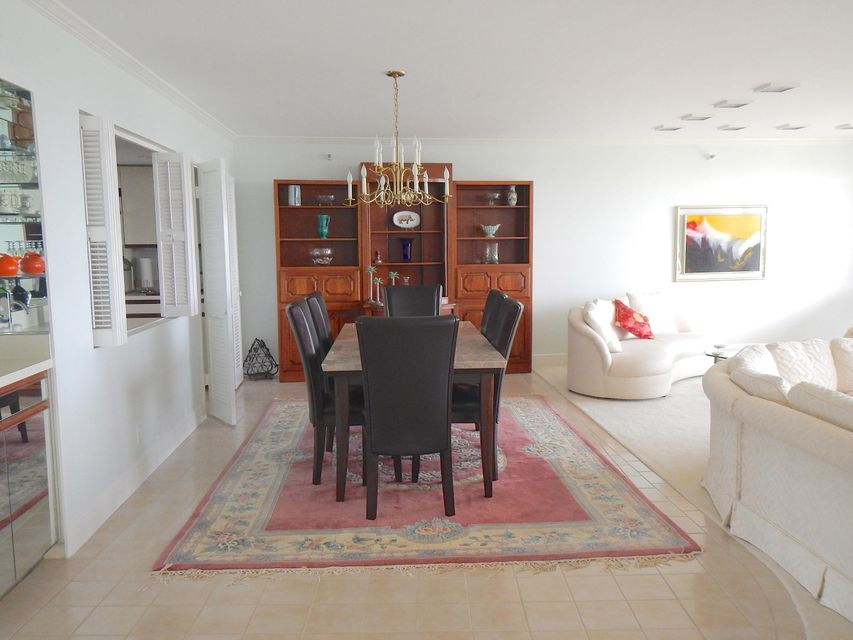 Additional photo for property listing at 2450 Presidential Way 2450 Presidential Way West Palm Beach, Florida 33401 États-Unis