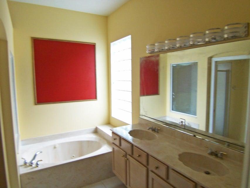 Additional photo for property listing at 3730 NW Royal Oak Drive 3730 NW Royal Oak Drive Jensen Beach, 佛罗里达州 34957 美国