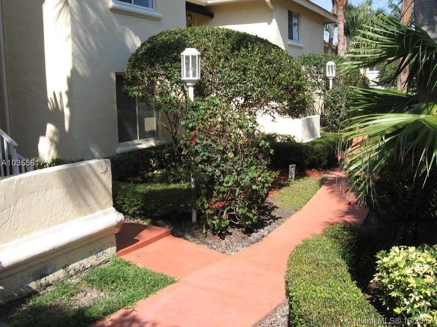 Cooperativa / condomínio para Locação às 16105 Glenmoor Drive 16105 Glenmoor Drive West Palm Beach, Florida 33409 Estados Unidos