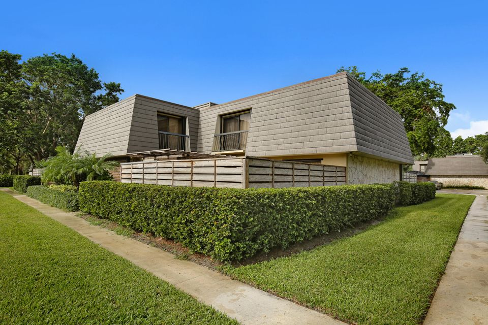 806 8th Terrace , Palm Beach Gardens FL 33418 is listed for sale as MLS Listing RX-10376935 20 photos