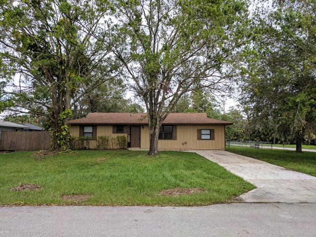 واحد منزل الأسرة للـ Sale في 8102 Paso Robles Boulevard 8102 Paso Robles Boulevard Fort Pierce, Florida 34951 United States
