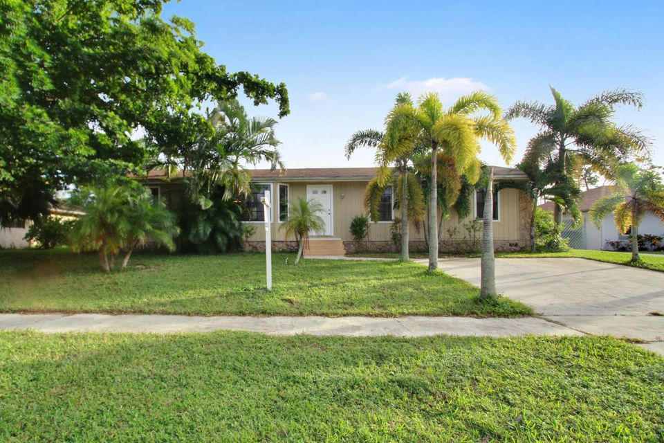 Single Family Home for Sale at 127 Bilbao Street 127 Bilbao Street Royal Palm Beach, Florida 33411 United States