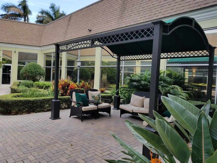 Additional photo for property listing at 237 Brittany E 237 Brittany E Delray Beach, Florida 33446 United States