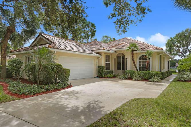 172 E Tall Oaks Circle , Palm Beach Gardens FL 33410 is listed for sale as MLS Listing RX-10376246 23 photos