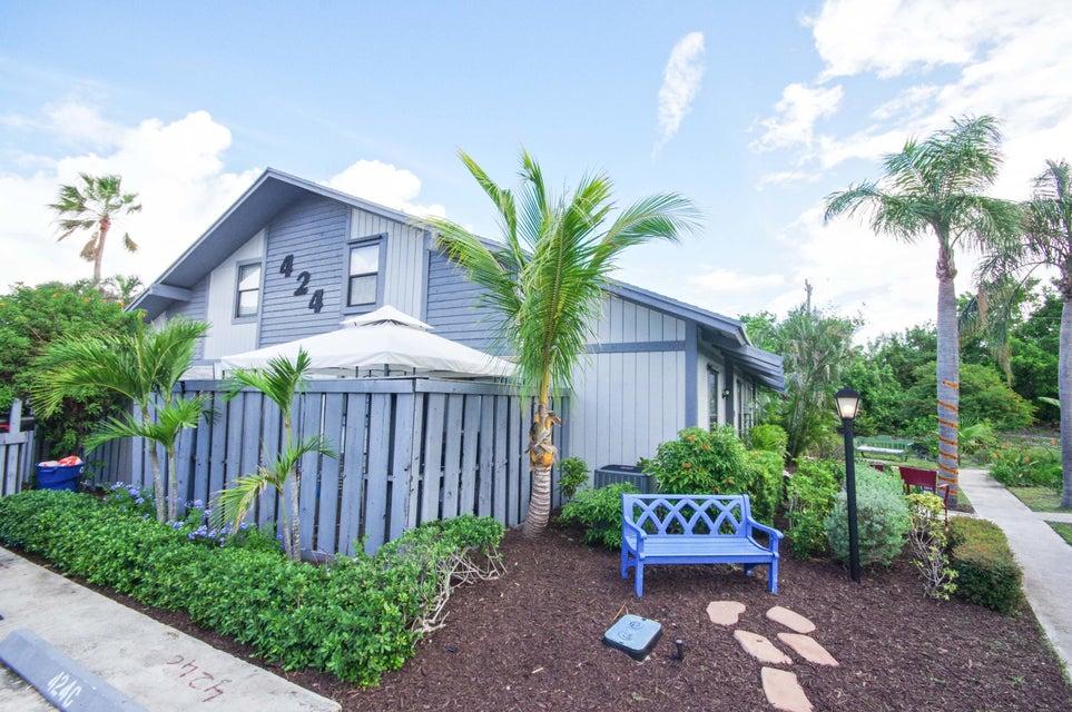 Villa por un Venta en 424 N Cypress Drive 424 N Cypress Drive Tequesta, Florida 33469 Estados Unidos