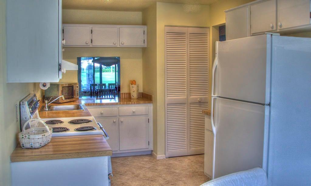 Кондоминиум для того Продажа на 18 Stratford Drive # E 18 Stratford Drive # E Boynton Beach, Флорида 33436 Соединенные Штаты