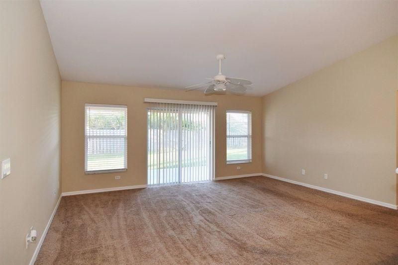 Additional photo for property listing at 479 SW Lakehurst Drive 479 SW Lakehurst Drive Port St. Lucie, Florida 34983 Estados Unidos
