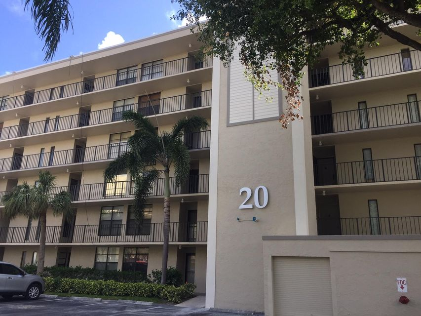 Co-op / Condominio por un Alquiler en 20 Royal Palm Way 20 Royal Palm Way Boca Raton, Florida 33432 Estados Unidos